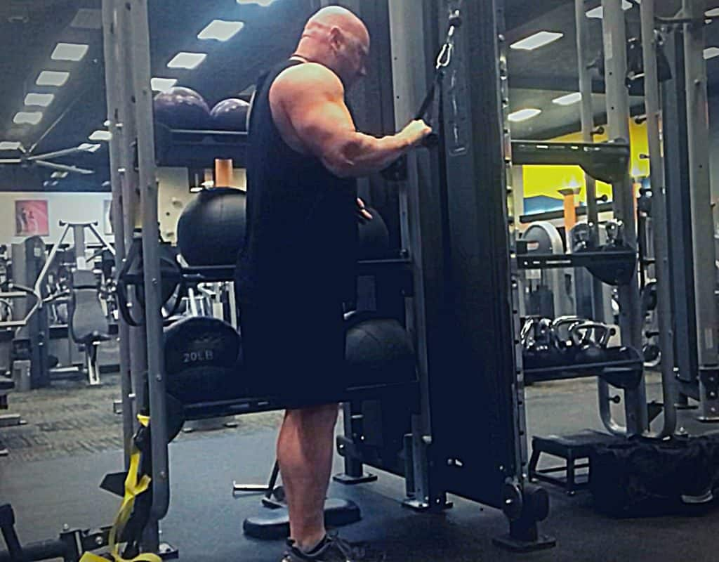 Triceps single cable pressdowns start