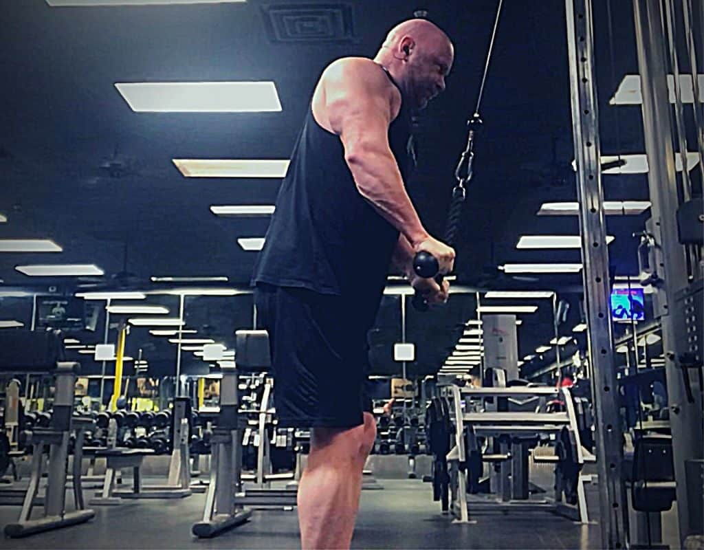 Triceps Rope pressdowns finish