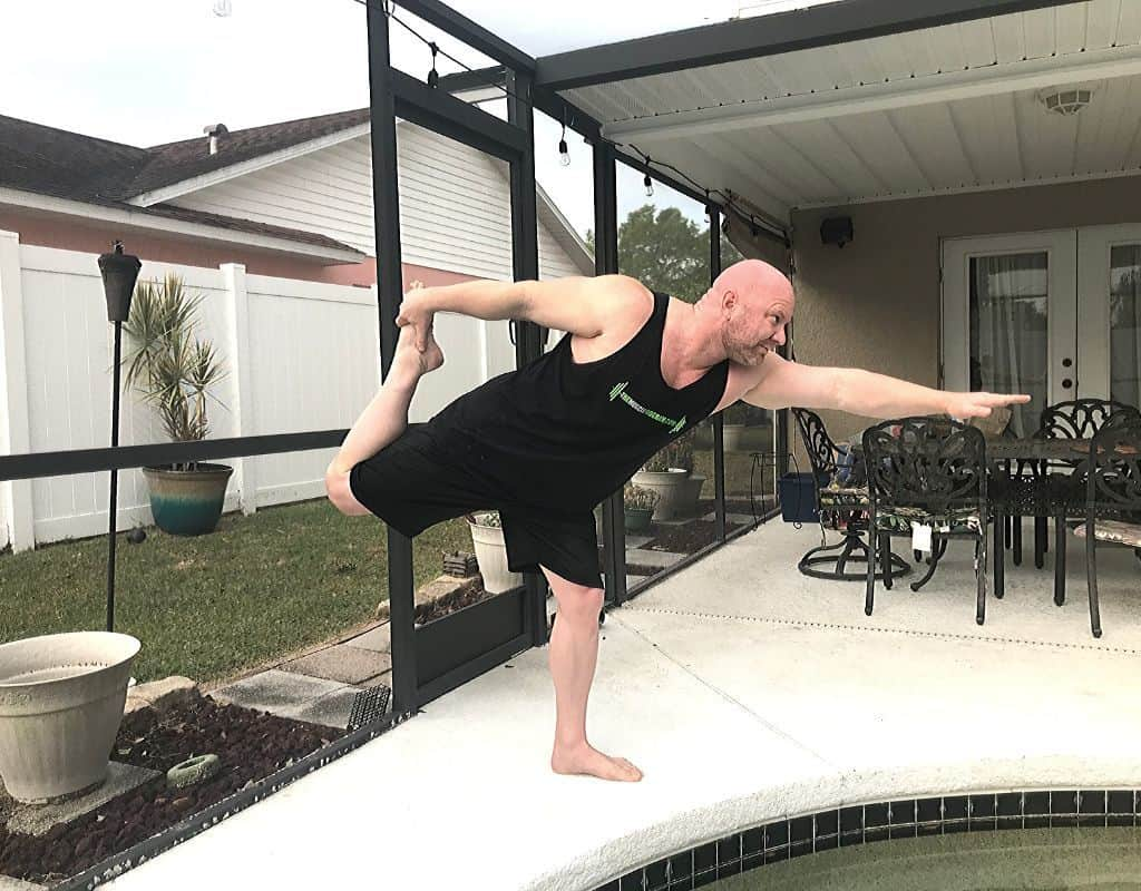 Warrior 1 pose - yoga for bodybuilders and weightlifters